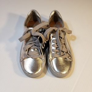 NEW Dolce Vita Silver Metallic Sneakers size 5.5M